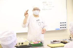 堺の老舗和菓子店『宝泉菓子舗』三代目 前田 崇之氏にご指導いただきました